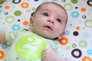 bebe dos meses
