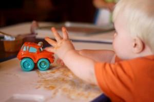 baby-food-hands