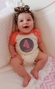 bebe cuatro meses