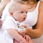 bebé repite en el pecho