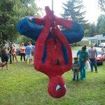 EnTips de Madre tenemosvariasideas de Cómo decorar una fiesta infantil de superhéroes pero hay niños que prefieren un cumpleaños de Spiderman sobre el resto.
