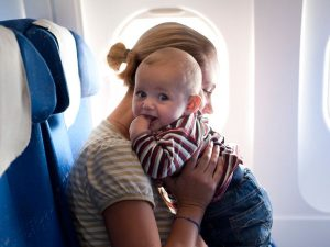 viaje bebe avion vacaciones