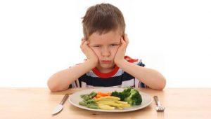 ninos comiendo verduras