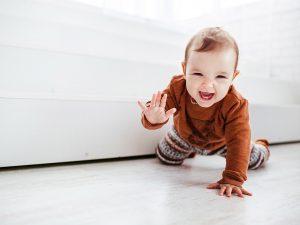 beneficios del gateo bebe